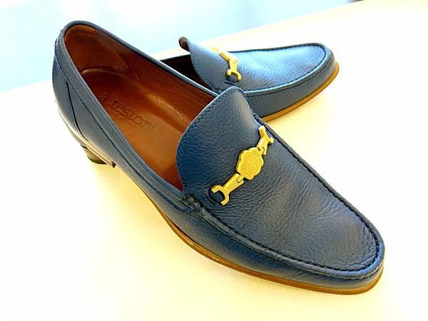圖10 優雅的鞋型,精密的車縫線。