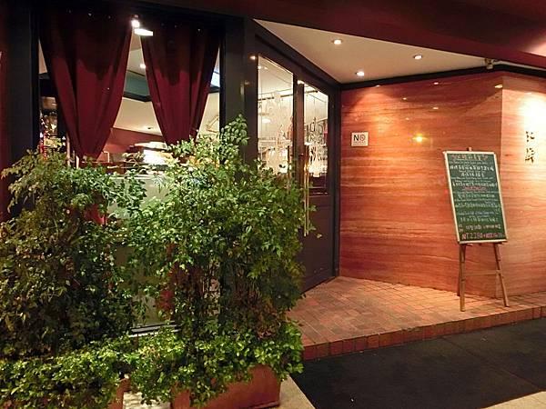 圖2 紅廚義大利餐廳外觀