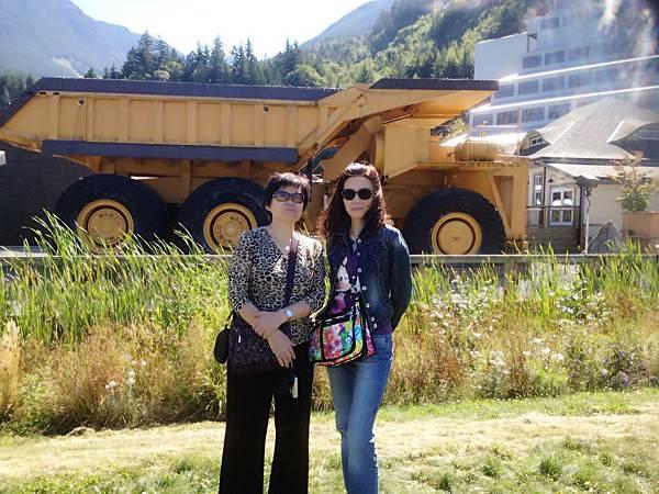 圖1 2012年我送老十二的生日禮物是親自帶她到溫哥華探親兼旅遊