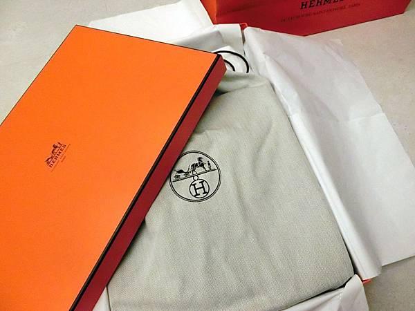 圖2 愛馬仕的包裝盒與皮包保護袋