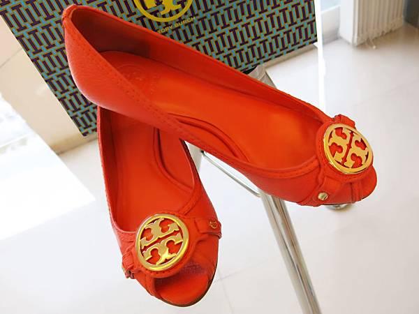 圖5 Tory Burch豔橘魚口鞋