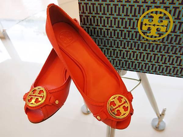 圖6 Tory Burch豔橘魚口鞋