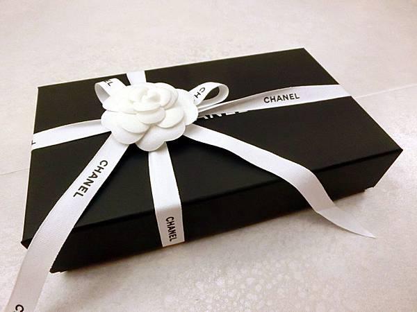圖3 山茶花長夾的包裝盒