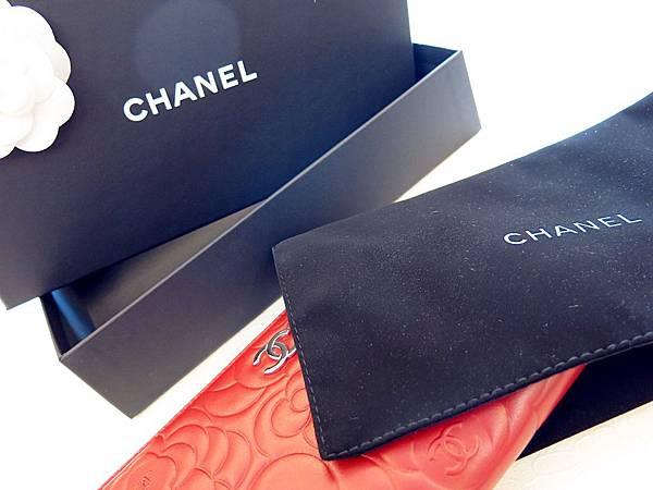 圖4 山茶花長夾的包裝盒與絨布套