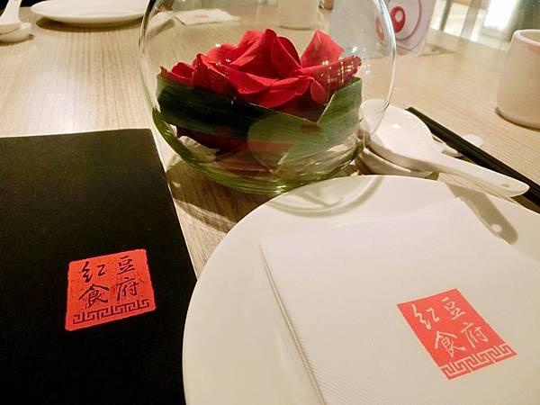 圖8 紅豆食府的餐具和菜單