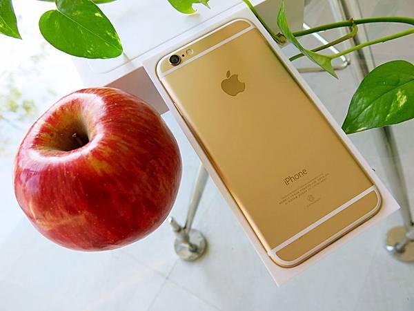圖3 iPhone 6土豪金的上下白線有點畫蛇添足