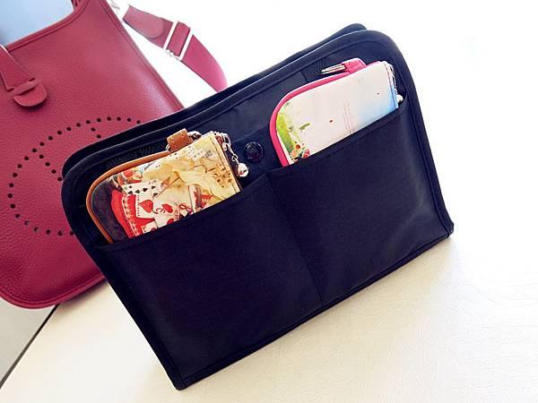 圖9 我的Evelyne和包中包「小黑」