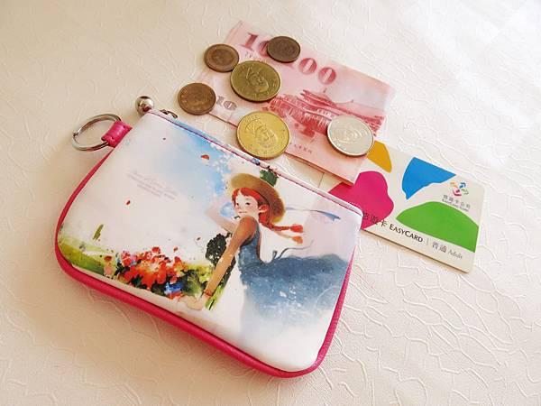 圖3 新買的童話小包用做零錢包