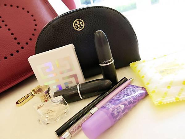 圖12 我的Tory Burch小包包和隨身化妝品