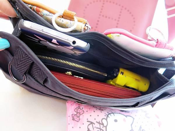 圖13 新買來的收納小物全部都能順利地放入包中包