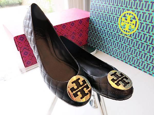 圖8 再買一雙黑色羊皮菱格鞋