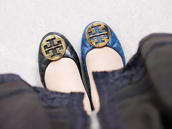 圖11 我穿著新買的兩雙Tory Burch羊皮菱格鞋