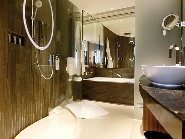 圖11 寬敞舒適的大浴室