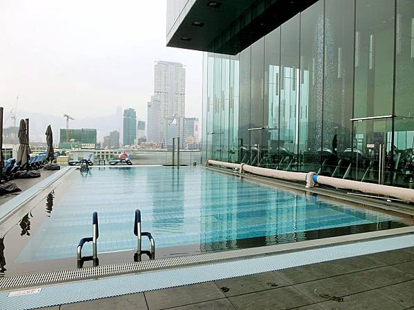 圖25 超美的室外恆溫游泳池