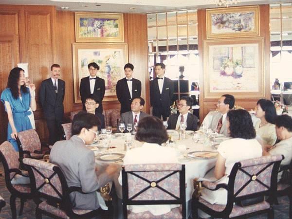 圖11 1992年春天我在港島香格里拉酒店56樓Petrus法國餐廳主持餐會