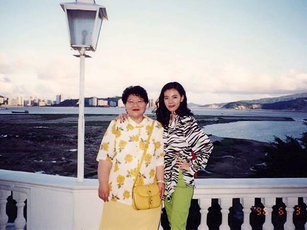 圖6 1996年6月,我和CC「全勤會員」徐崇瑛。~CC美食俱樂部「澳門美食之旅」