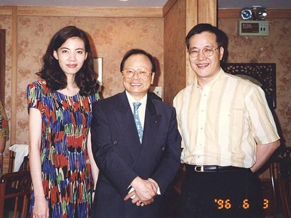 圖10 1996年6月,一哥親自到澳門為CC美食俱樂部會員料理阿一鮑魚。