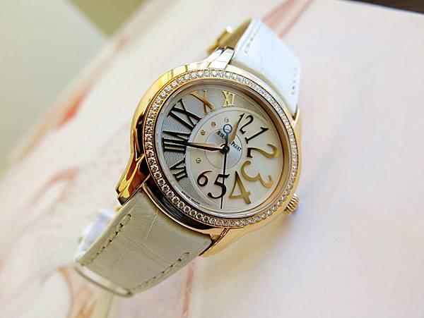 圖9 愛彼AP千禧系玫瑰金腕錶原廠原配是白色鱷魚皮帶