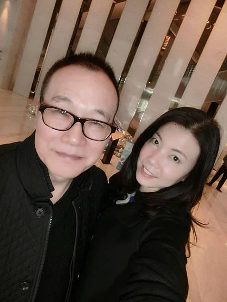 圖3 12月20日我和咪呢在寒舍艾美酒店Lobby