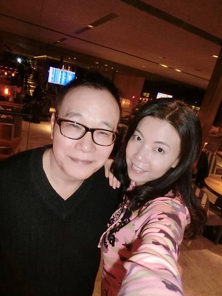 圖7 1月15日我和咪呢在中正機場華航VIP室