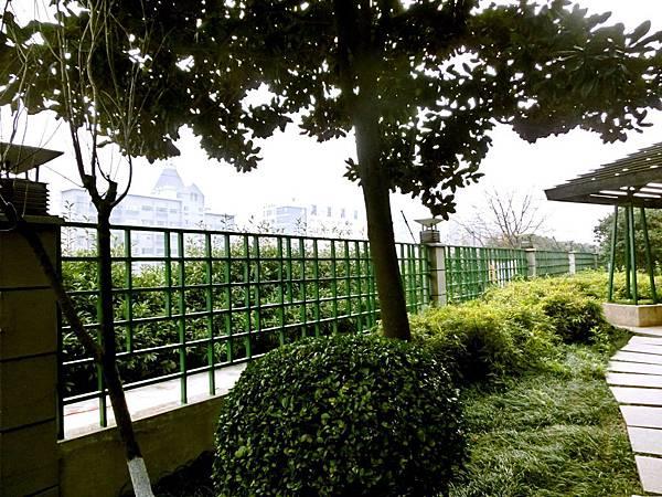 圖21 涼亭外就是秦淮河畔步道
