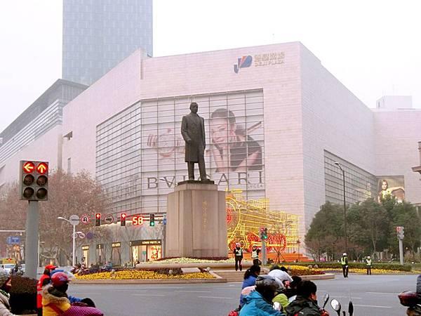 圖28 德基廣場位於南京市中心漢中路與中山路交叉口
