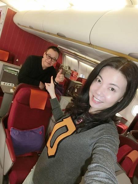 圖1 1月17日我和咪呢坐專機到香港