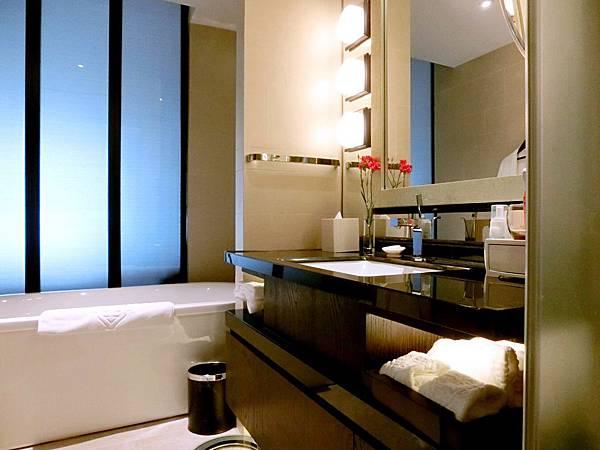 圖4 金陵亞太商務樓客房浴室