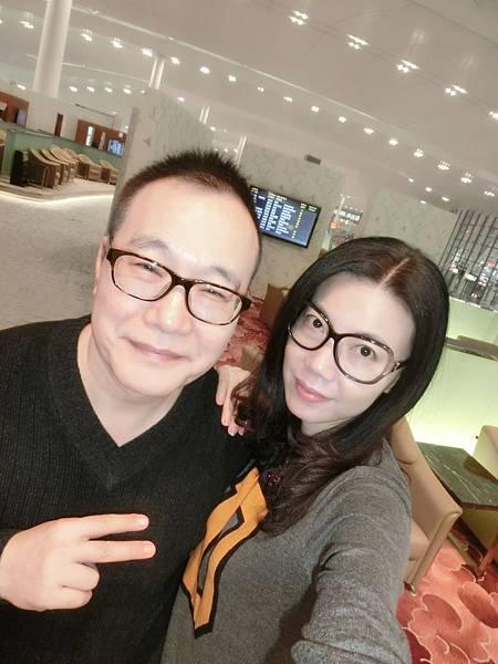 圖8 我和咪呢在南京機場VIP室
