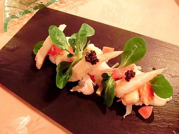 圖24 SABATINI的帝王蟹伴牛油果佐魚子醬伴檸檬、西柚