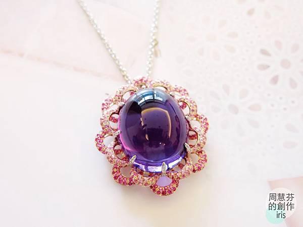 圖2 我設計的〜紫晶蓮花墜,主石重量79.05克拉。