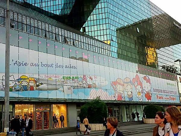 圖7 長榮航空在巴黎市區的廣告看板(翻拍自長榮官方FB)