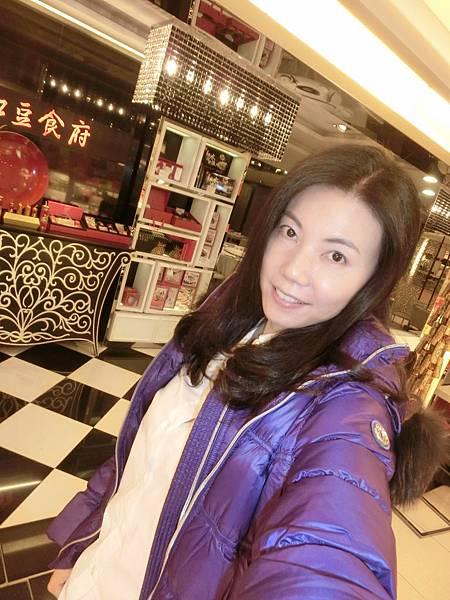 圖9 Laurel豔紫色羽絨服(2014秋冬款)