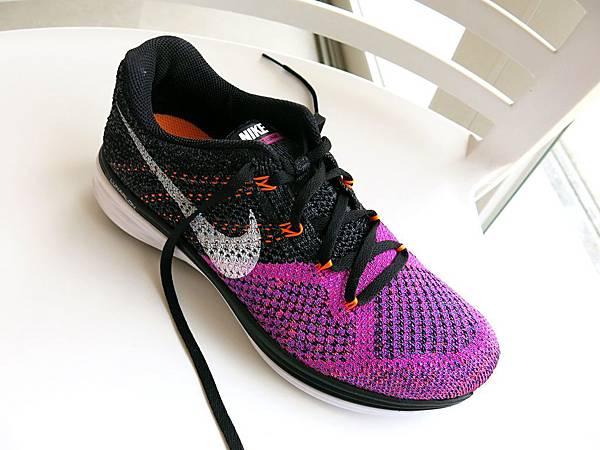 圖8 NIKE編織跑鞋的布面質感類似高級女裝