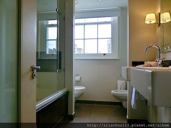 圖14 浴室.jpg
