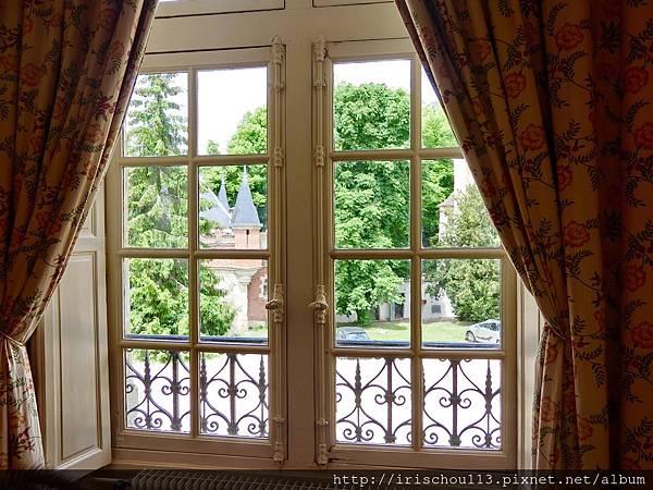 圖16 古堡客房的窗外景觀.jpg