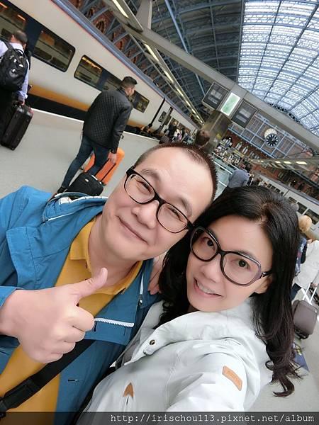 圖12 我和咪呢在倫敦St Pancras車站