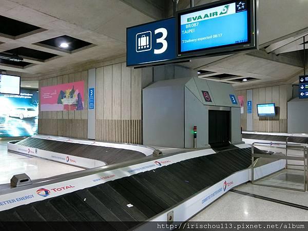 圖22 5月29日巴黎戴高樂機場行李提領處.jpg
