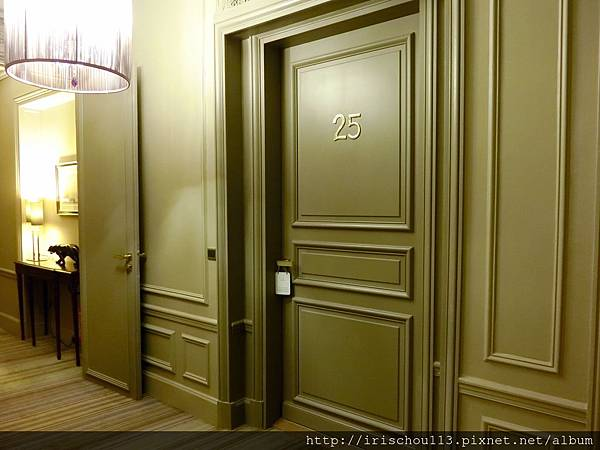 圖19 我和咪呢入住Champs-Elysees Plaza 25號房.jpg