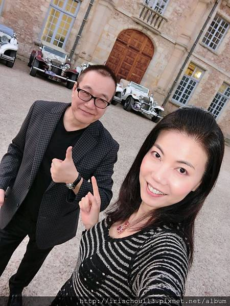 圖44 我和咪呢在古堡大門前.JPG