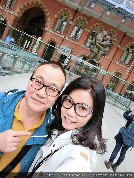 圖7 我和咪呢在St Pancras車站.JPG