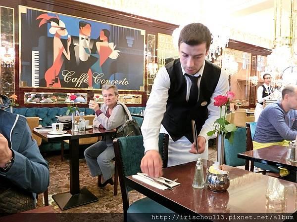 圖24 咖啡廳內觀.jpg