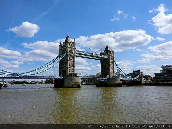 圖23 河面上的倫敦塔橋.jpg