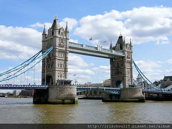 圖24 河面上的倫敦塔橋.jpg