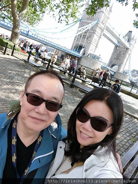 圖25 我和咪呢在倫敦塔橋.JPG