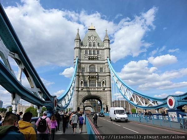 圖28 倫敦塔橋上.jpg