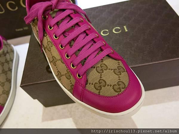 圖13 鞋頭用桃紅皮革做出美麗的半圓形.jpg