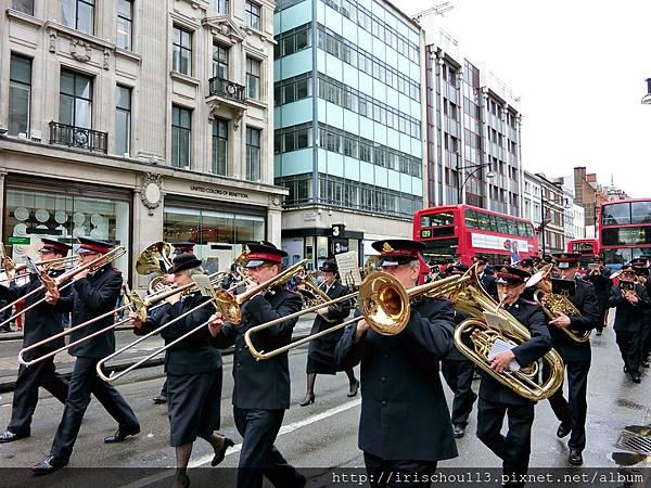 圖40 攝政街上的中年人樂儀隊.jpg