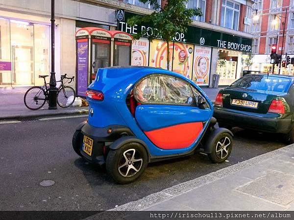 圖38 離開酒吧街,在路邊看到這部可愛小車。.jpg