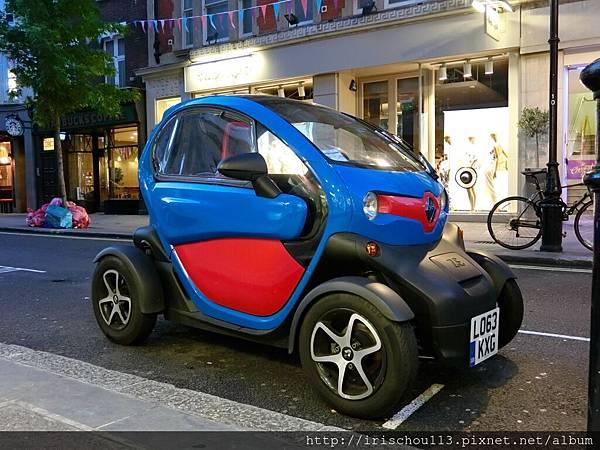 圖39 離開酒吧街,在路邊看到這部可愛小車。.jpg